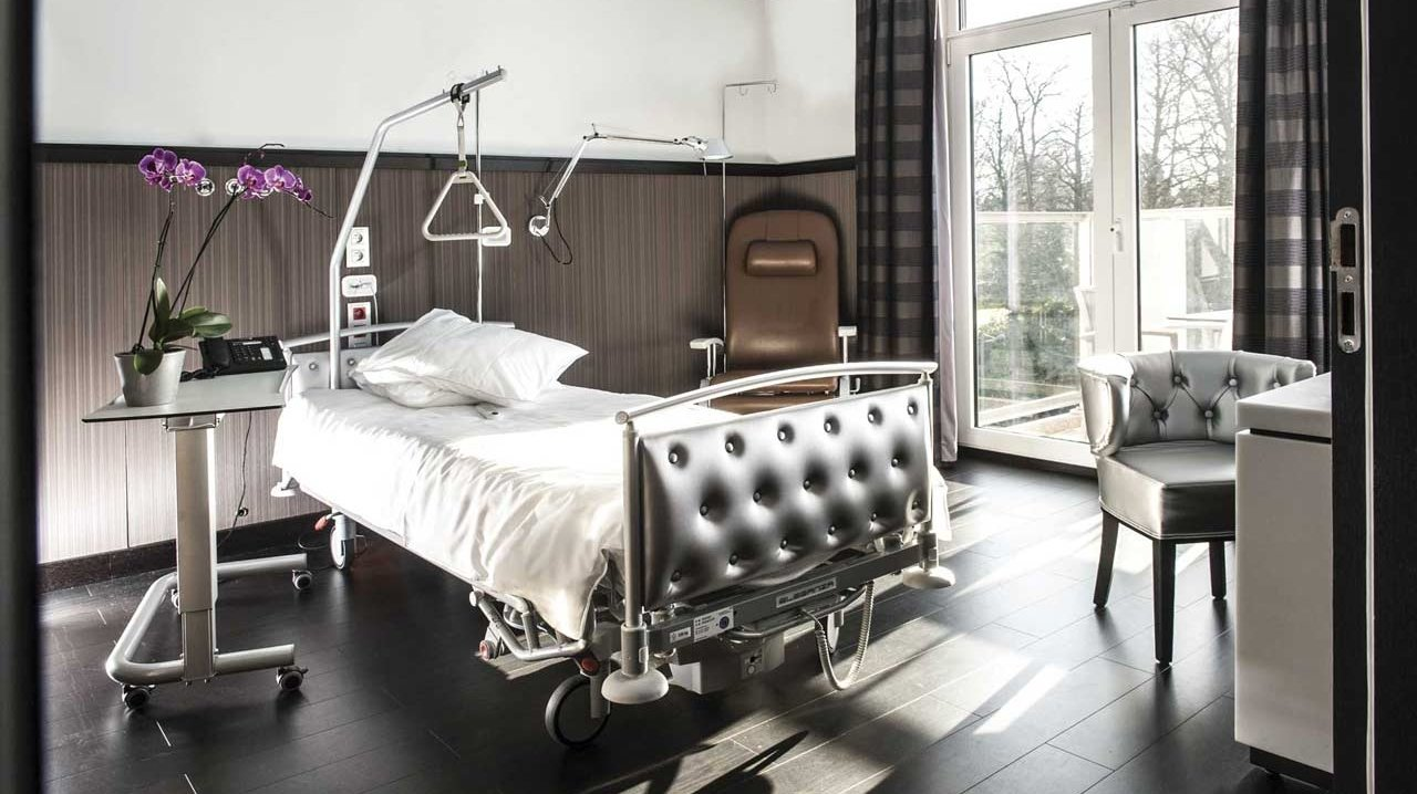 Europe Hopsitals - Patient Room - Dr Joe Hellers - Plastic and Aesthetic Surgeon- Brussels, Luxembourg